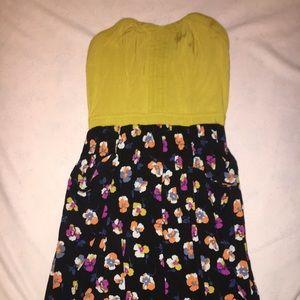 Short Strapless dress w/ pockets